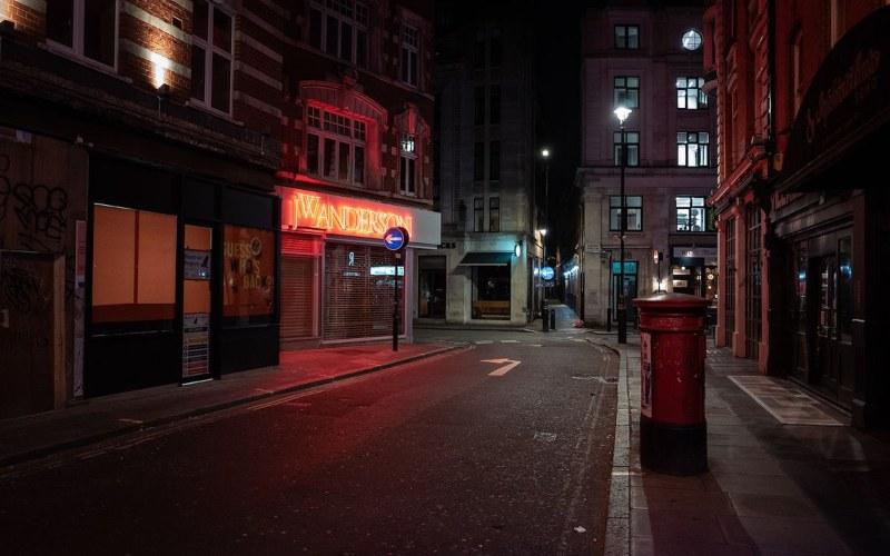 Kawasan Soho, London sepi akibat kebijakan lockdown yang mengunci pergerakan masyarakat ke luar rumah. - Bloomberg.