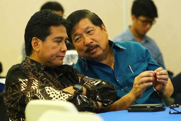 Ketua Umum Asosiasi Pengusaha Indonesia (Apindo) Hariyadi B. Sukamdani (kiri), berdiskusi dengan Ketua bidang Industri Manufaktur Apindo Johnny Darmawan.  - JIBI/Dwi Prasetya