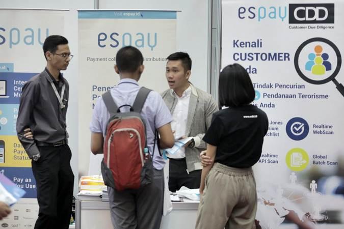 Pengunjung menghadiri acara FinTech for Capital Market Expo 2019 di gedung Bursa Efek Indonesia di Jakarta, Rabu (19/6/2019). - Bisnis/Felix Jody Kinarwan
