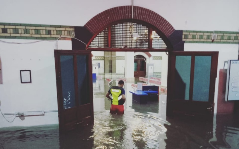 Suasana Stasiun Tawang yang kebanjiran, Selasa (23/2/2021). Ketinggian genangan mencapai 40 sentimenter hingga 75 sentimeter, tersebar di beberapa area stasiun. - KAI