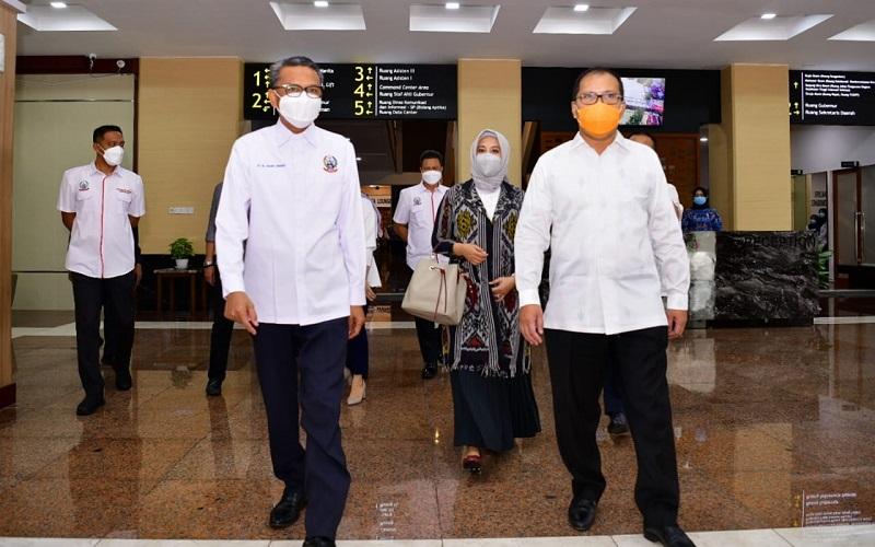 Pasangan Wali Kota dan Wakil Wali Kota Makassar terpilih Moh Ramdhan Danny Pomanto dan Fatmawati Rusdi menemui Gubernur Nurdin Abdullah, Rabu (24 - 2020).