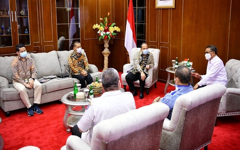 Gubernur Nurdin Abdullah menerima kunjungan Manajemen Pertamina Region Sulawesi di ruang kerjanya, Rabu (24/2/2020) - Istimewa