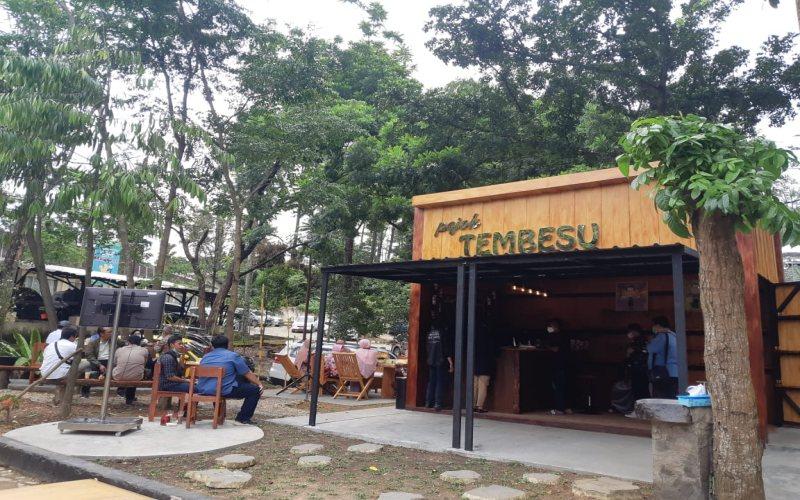 Gerai pameran produk hasil hutan selain kayu sekaligus coffee shop Pojok Tembesu hadir di Jln Kol.Burlian Km 6,5 Kota Palembang.