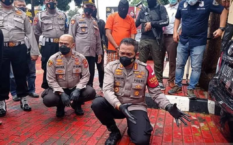 Kapolres Metro Jakarta Barat Kombes Pol Ady Wibowo (depan kanan). - Antara\r\n