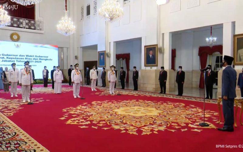 Presiden Joko Widodo dalam acara pelantikan Gubernur dan Wakil Gubernur Sumatra Barat, Kepulauan Riau, dan Bengkulu di Istana Negara, Jakarta, Kamis 25 Februari 2021  -  Youtube Sekretariat Presiden.