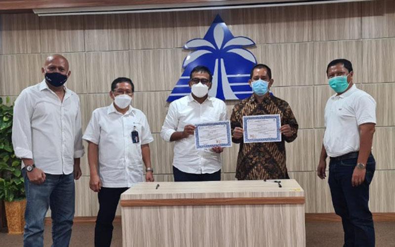 Direksi PT Krakatau Industrial Estate Cilegon (PT KIEC), anak perusahaan PT Krakatau Steel (Persero) Tbk., menandatangani MoU dengan direksi Kawasan Industri Wijayakusuma (KIW) dan KI Terpadu Batang (KITB) pada Kamis (25/2/2021). Dari kiri ke kanan: Direktur Komersial Operasi PT KIEC Ridi Djajakusuma, Direktur Pengembangan Usaha Krakatau Steel Purwono Widodo; Dirut PT KIEC Priyo Budianto, Dirut PT KIW Rachmadi Nugroho, dan Direktur Pengembangan Usaha PT KIEC Iip Budiman. - Istimewa