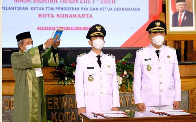 Gibran Rakabuming Raka-Teguh Prakosa saat dilantik sebagai Wali Kota dan Wawali Solo di Gedung DPRD Solo, Jumat (26/2/2021). - Dok Tim Gibran