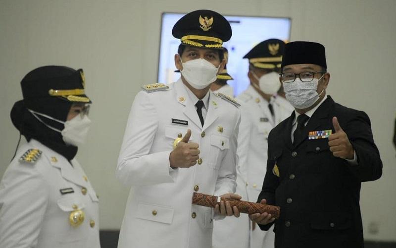 Gubernur Jawa Barat Ridwan Kamil melantik pasangan Nina Agustina-Lucky Hakim sebagai Bupati dan Wakil Bupati Indramayu - Istimewa