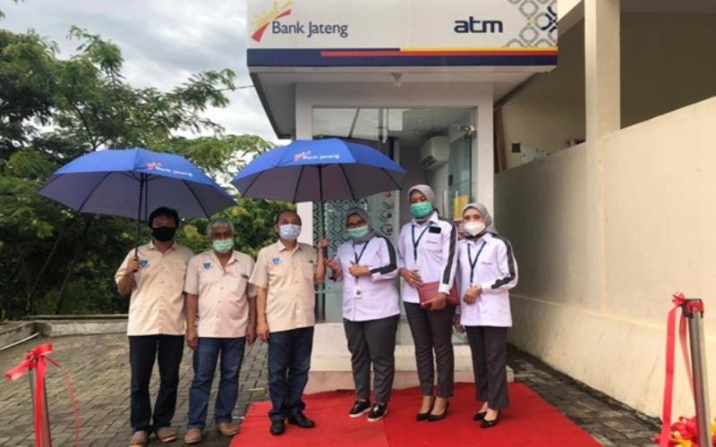 Bank Jateng Cabang Wonogiri meresmikan penambahan tiga mesin ATM di Kabupaten Wonogiri untuk meningkatkan layanan kepada para nasabah.