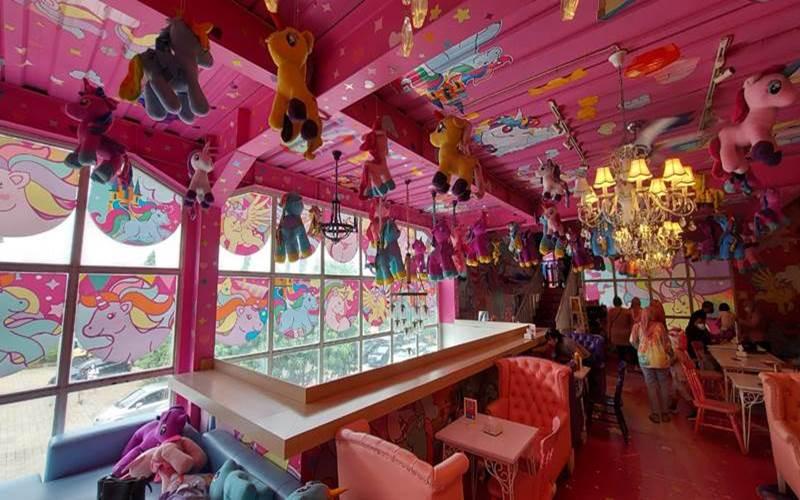 Miss Unicorn, restoran colorful