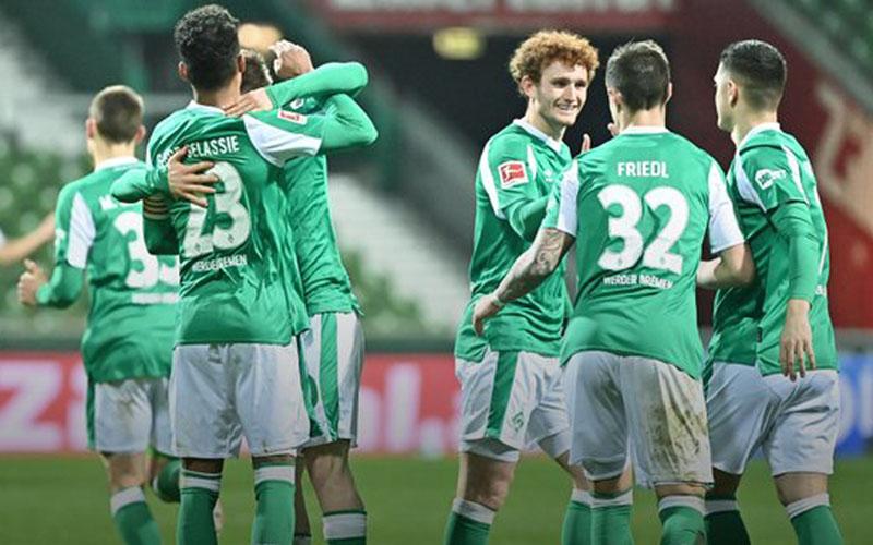 Para pemain Werder Bremen merayakan kemenangan atas Eintracht Frankfurt. - Twitter@werderbremen
