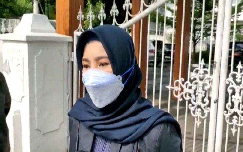 Jubir Gubernur Sulsel, Veronica Moniaga saat ditemui di Rujab Gubernur Sulsel yang memberikan klarifikasi terkait penjemputan NA oleh Tim KPK, Sabtu (27/2/2021) - Istimewa