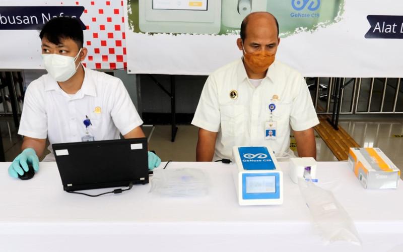 Hasil pemeriksaan Genose C19 ini akan keluar dalam waktu sekitar 3 menit. Pemeriksaan dilakukan 1 kali tanpa pengulangan.  - KAI
