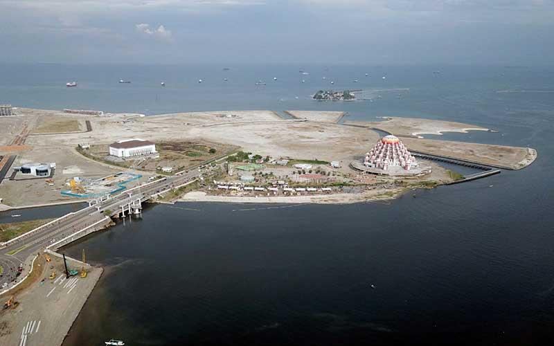 Kawasan reklamasi laut Center Point of Indonesia (CPI) yang berbentuk burung garuda , terlihat dari udara, di Makassar, Sulawesi Selatan, Minggu (27/9/2020). Bisnis - Paulus Tandi Bone