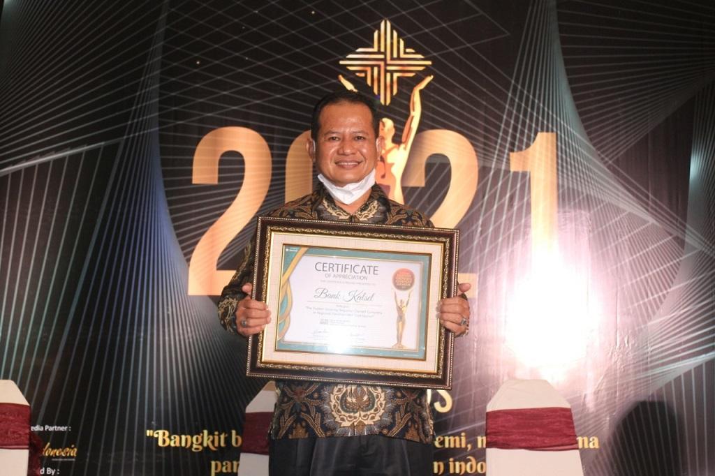 Foto: Bank Kalsel Raih Penghargaan The Fastest Growing Regional Owned Company