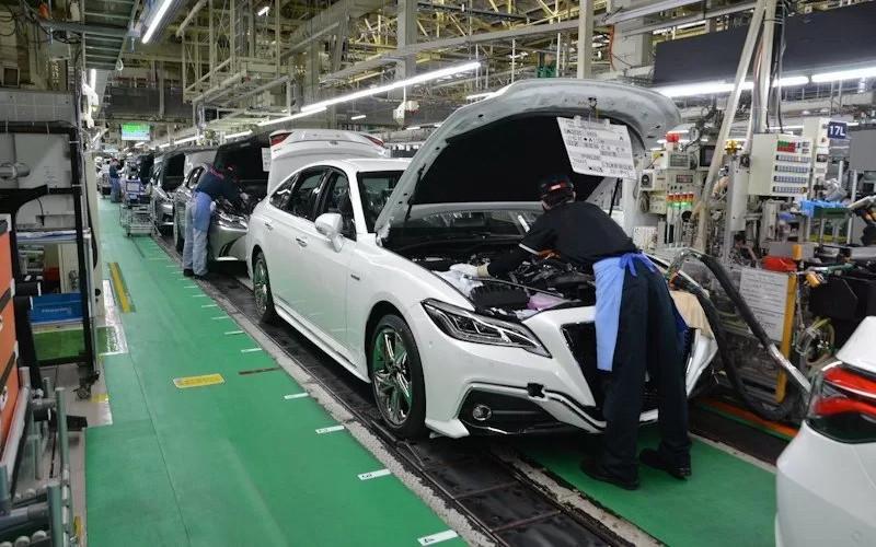 Ilustrasi kegiatan di pabrik mobil.  - Toyota