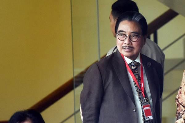 Pengacara Hotma Sitompul tiba di Gedung KPK untuk menjalani pemeriksaan di Jakarta, Rabu (8/11). - ANTARA/Akbar Nugroho Gumay