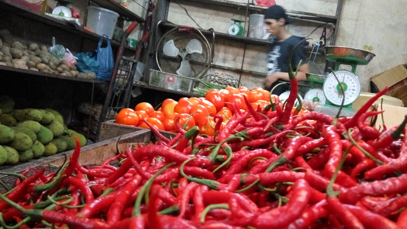 Cabai di salah satu pasar di Batam. - Bisnis/Bobi Bani