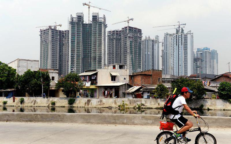 Proyek pembangunan apartemen di Jakarta./Bloomberg - Dimas Ardian