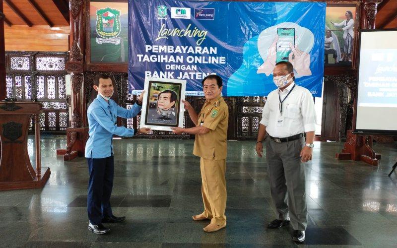 Bank Jateng Cabang Banjarnegara bekerja sama dengan PDAM Banjarnegara menyediakan layanan pembayaran tagihan air secara online.