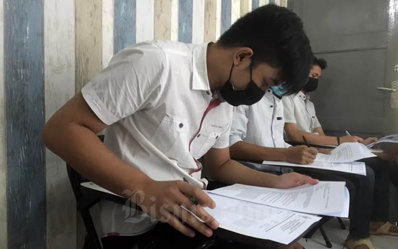 Warga Binaan Pemasyarakatan mengikuti ujian akhir semester di Lapas Semarang. - Istimewa