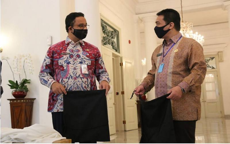 Gubernur DKI Jakarta Anies Baswedan dan Wagub DKI Riza Patria, Kamis (16/4/2020), di Balai Kota DKI. - Istimewa