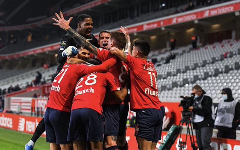 Para pemain Lille bersukacita selepas mencetak gol kedua ke gawang Marseille. - Twitter@LOSC_EN