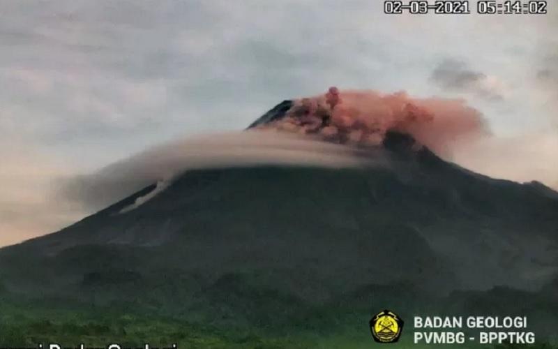 Gunung Merapi dua kali meluncurkan awan panas guguran pada Selasa (2/3/2021) pagi. - Antara/Dok. (BPPTKG)\r\n\r\n