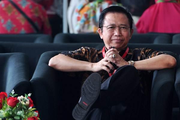 Mantan Ketua DPR Marzuki Alie menunggu untuk menjalani pemeriksaan di gedung KPK, Jakarta, Senin (8/1). - ANTARA/Sigid Kurniawan