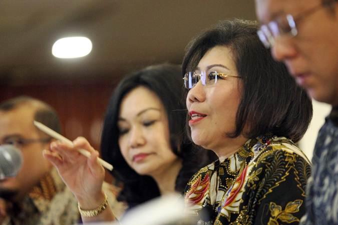 Presiden Direktur PT Bank Ganesha Tbk Lisawati didampingi direksi lainnya memberikan penjelasan mengenai kinerja perusahaan, usai rapat umum pemegang saham tahunan, di Jakarta, Jumat (12/4/2019). - Bisnis/Dedi Gunawan