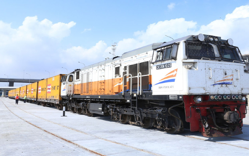 PT Kalog dibentuk untuk melayani distribusi logistik berbasis kereta api dengan kemasan bisnis door to door service untuk memberikan pelayanan yang paripurna bagi pelanggan kereta api yang didukung dengan angkutan pra dan purna.  - Kalog