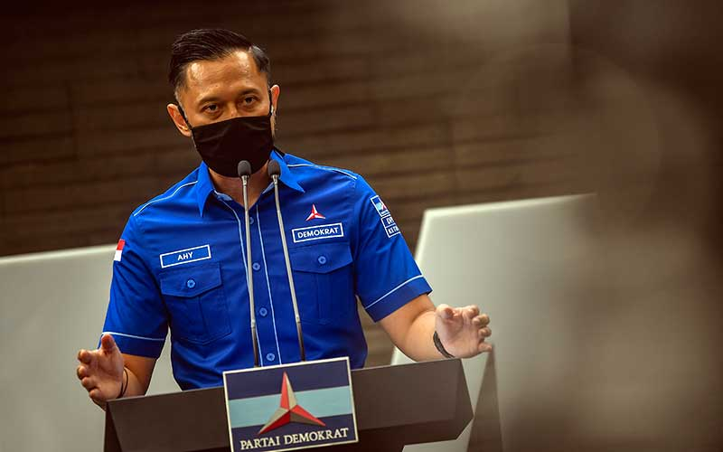 Ketua Umum DPP Partai Demokrat Agus Harimurti memberikan keterangan pers di kantor DPP Partai Demokrat , Jakarta, Senin (1/2/2021). AHY menyampaikan adanya upaya pengambilalihan kepemimpinan Partai Demokrat secara paksa, di mana gerakan itu melibatkan pejabat penting pemerintahan, yang secara fungsional berada di dalam lingkaran kekuasaan terdekat dengan Presiden Joko Widodo. ANTARA FOTO - Muhammad Adimaja
