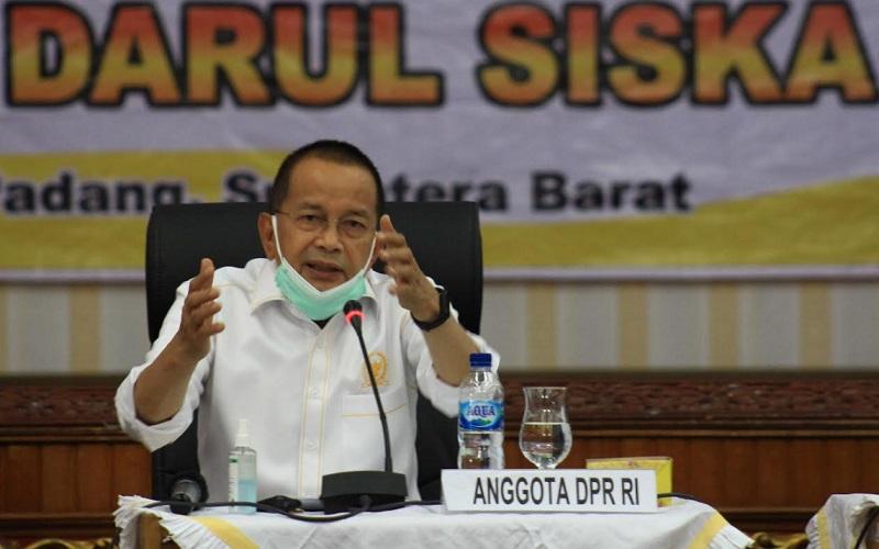 Anggota DPR RI Darul Siska dalam kegiatan sosialisasi 4 pilar di Aula Kantor Gubernur Sumatra Barat di Padang, Minggu (7/3/2021).  - Bisnis/Noli Hendra