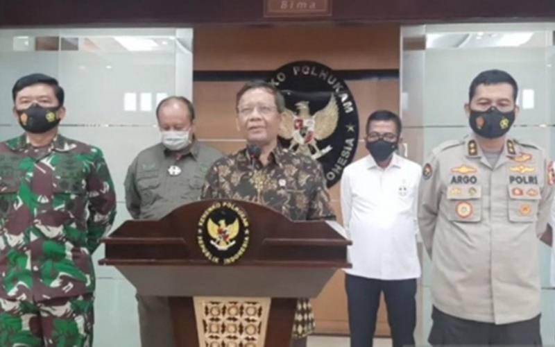 Menko Polhukam Mahfud MD saat memberikan keterangan pers di Kantor Kemenko Polhukam, Jakarta, Senin (30/11/2020)./Antara - HO/Humas Kemenko Polhukam