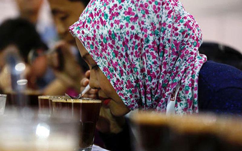 Ilustrasi penikmat kopi. - Reuters