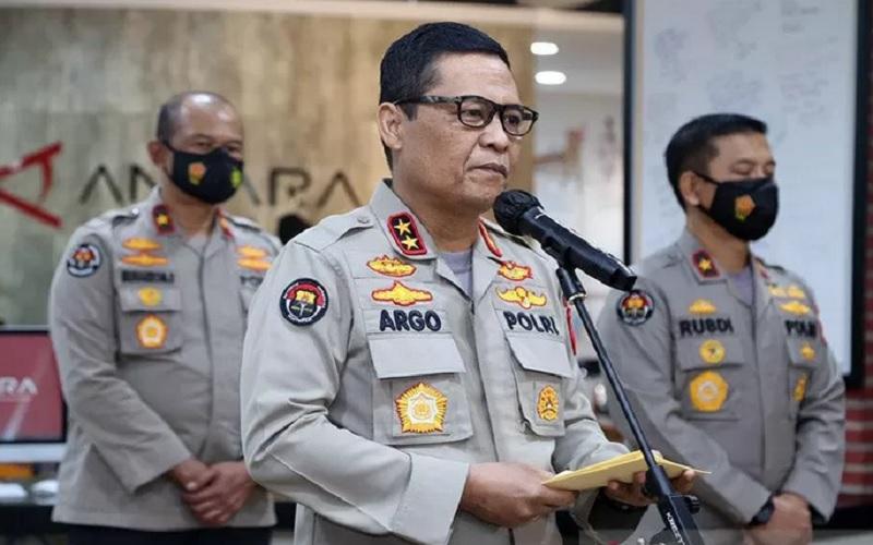 Kepala Divisi Humas Polri Irjen Pol Raden Prabowo Argo Yuwono (tengah). - Antara