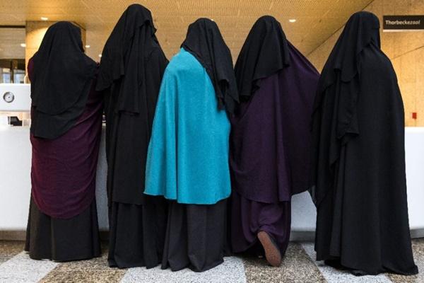 Para perempuan bercadar - Ilustrasi/Yahoo
