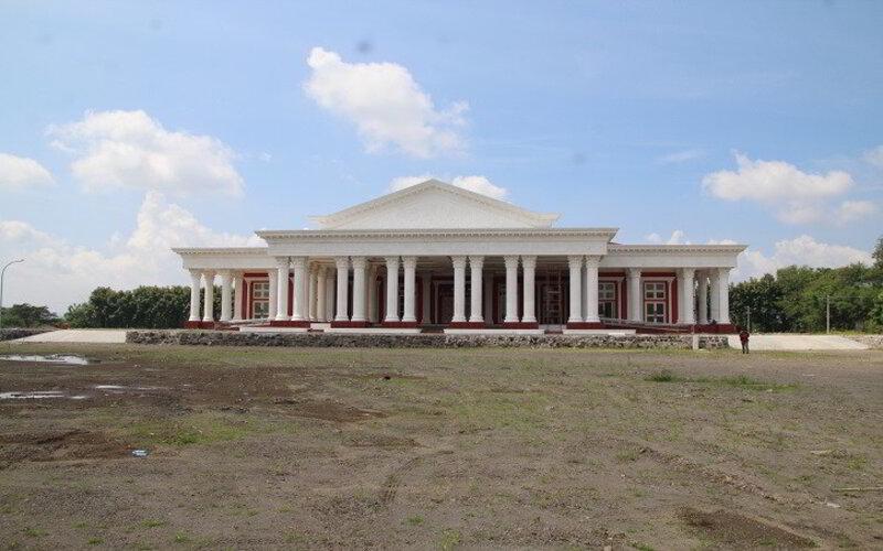 Suasana gedung pertemuan Grha Megawati di Kelurahan Buntalan, Kecamatan Klaten Tengah, Jumat (12/3/2021). Gedung itu digadang-gadang menjadi gedung terbesar di Klaten. - JIBI/Taufiq Sidik Prakoso.