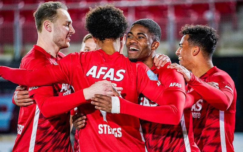 Para pemain AZ Alkmaar merayakan gol ke gawang Twente Enschede. - Twitter@AZAlkmaar