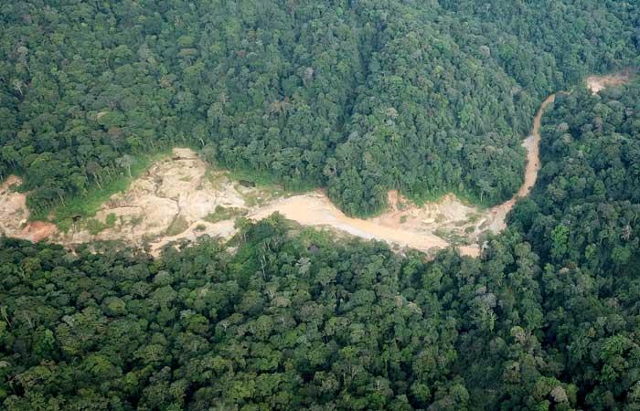 Foto udara area bekas tambang emas ilegal. Ilustrasi. - Antara/Syifa Yulinnas