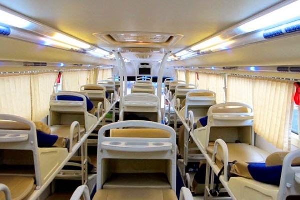 Ilustrasi bus bertempat tidur atau sleeper bus. - Repro