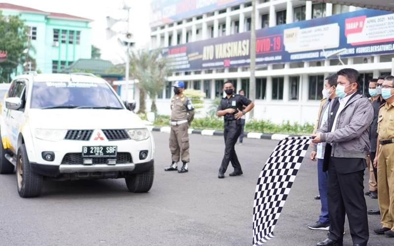 Gubernur Sumatra Selatan Herman Deru saat melepas Tim Jelajah Komoditas Sumatra Bisnis Indonesia. - Bisnis/Dinda Wulandari