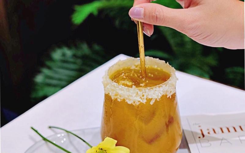 Ada beragam minuman olahan rempah yang di campur dengan komposisi minum modern.  - Bisnis