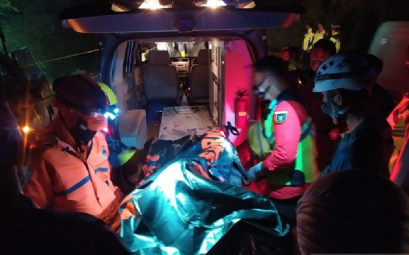 Korban bus masuk jurang saat dievakuasi - Antara
