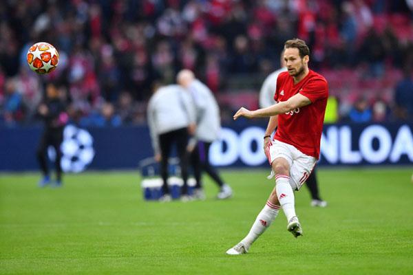 Gelandang bertahan Ajax Amsterdam Daley Blind - Reuters/Dylan Martinez