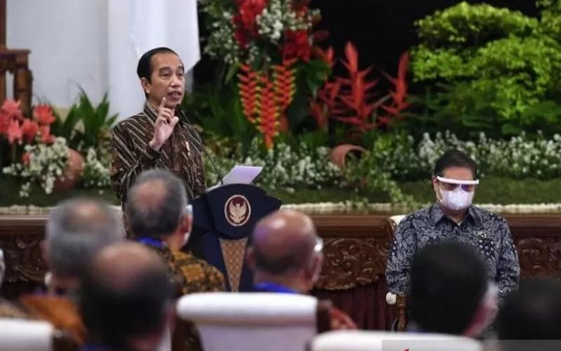 Presiden Joko Widodo menyampaikan sambutan pada Rapat Kerja Nasional Kementerian Perdagangan Tahun 2021 di Istana Negara, Jakarta, Kamis, (4/3/2021).  - ANTARA