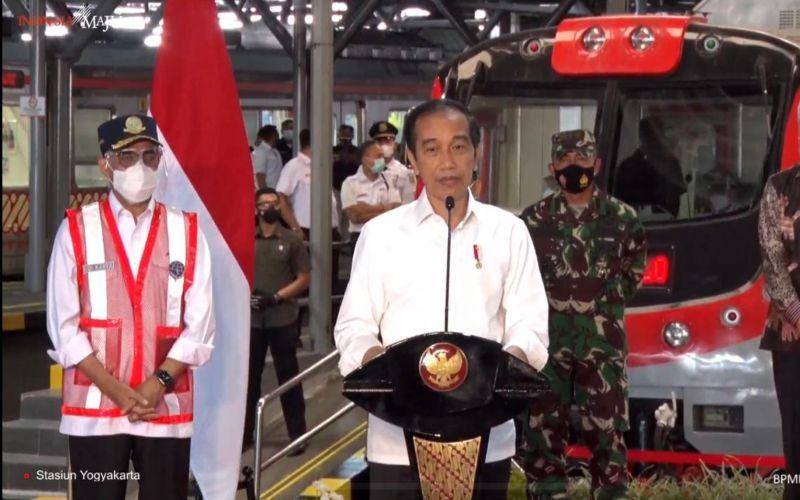 Presiden Jokowi meresmikan Kolam Regulasi Nipa-Nipa di Kabupaten Maros, Sulawesi Selatan, Kamis (18/3 - 2021).