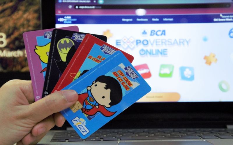 Kartu Flazz dengan logo terbaru yang diluncurkan pada saat BCA Expoversary Online 2021.  - Dok. BCA