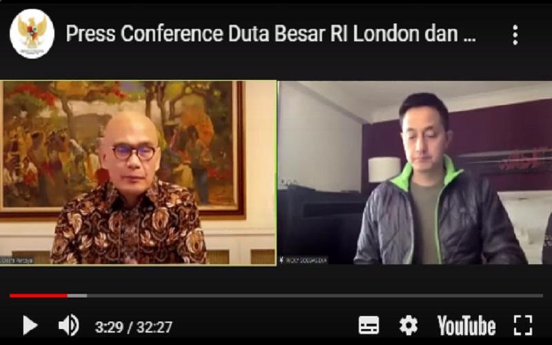 Duta Besar Indonesia untuk Inggris Desra Percaya dan Manajer Timnas Badminton RI Ricky Soebagja menggelar konferensi pers virtual terkait insiden yang menimpa atlet dan official bulu tangkis di ajang All England 2021  -  Youtube.