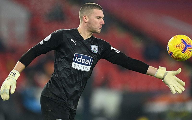 Penjaga gawang West Bromwich Albion Sam Johnstone. - TheFA.com